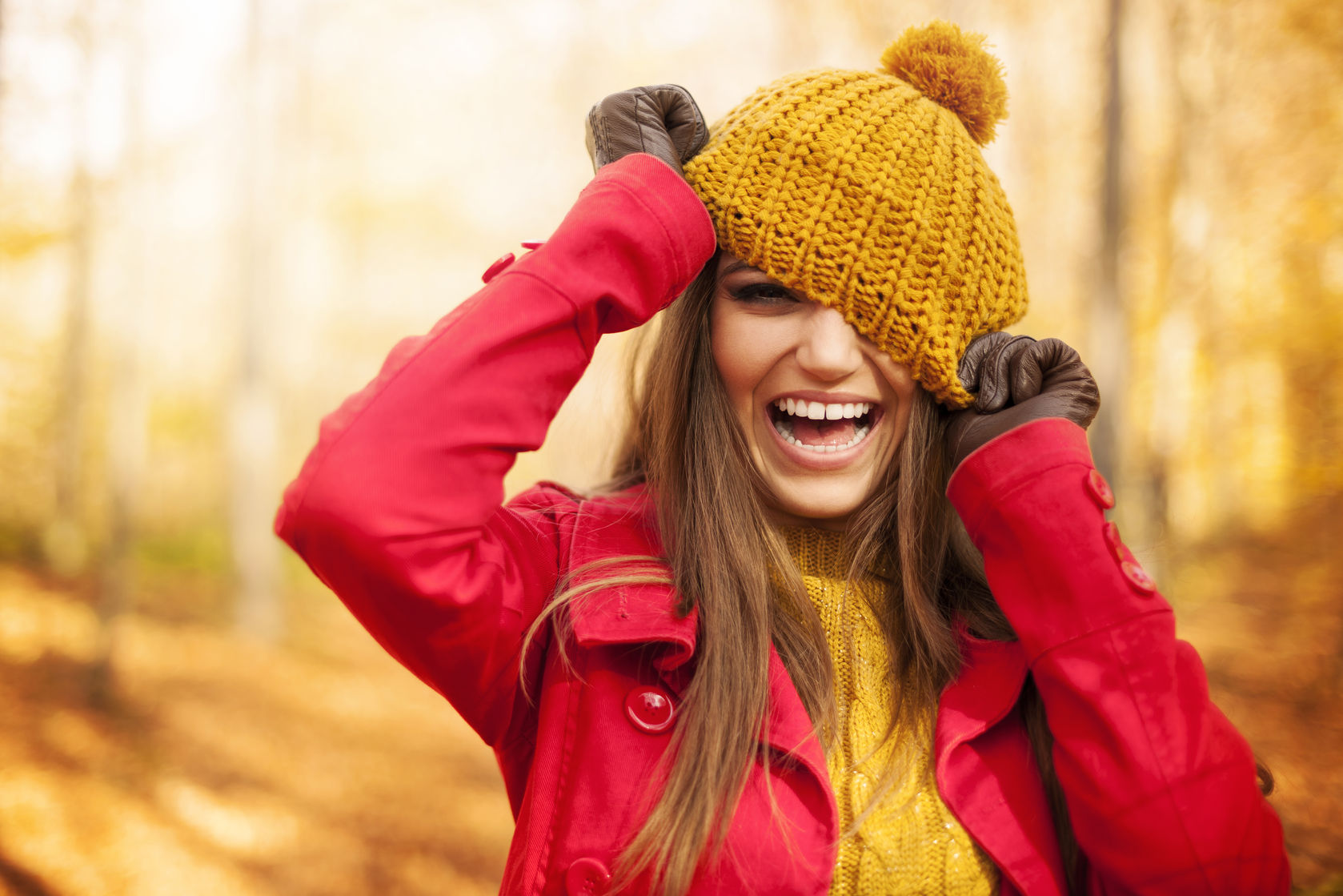 23260712 - young woman have fun with autumn clothes